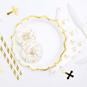 plato blanco y dorado